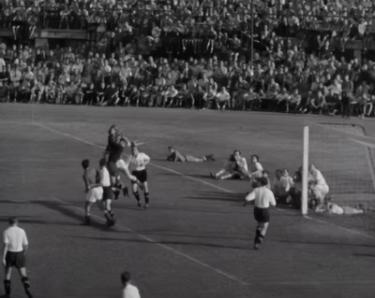 Quando è stata la prima partita di calcio principale?